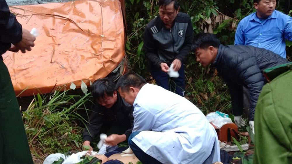 Nghệ An: Ô tô lao xuống vực sâu hơn 100m, 2 cán bộ thanh tra gặp nạn