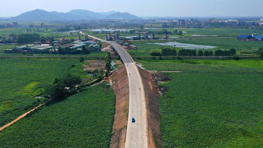 Road linking Viet Yen district and Bac Giang city underway