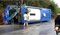 Kon Tum: Lật xe khách trên quốc lộ, 19 người bị thương nhẹ