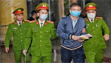 Ông Đinh La Thăng hầu tòa trong vụ án thứ 4