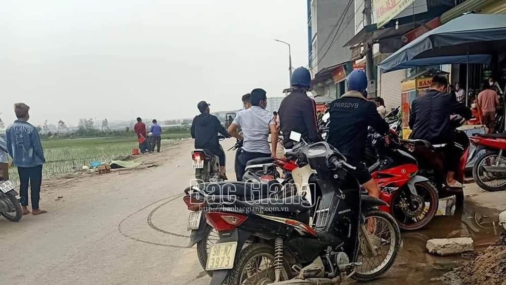 Bắc Giang: Mô tô va chạm với xe ba bánh tự chế, hai người thương vong