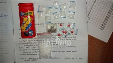 Hầu tòa vì tàng trữ trái phép chất ma túy