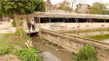 Thôn Chản, xã Lam Cốt (Tân Yên): Hộ dân lấn kênh mương làm công trình riêng