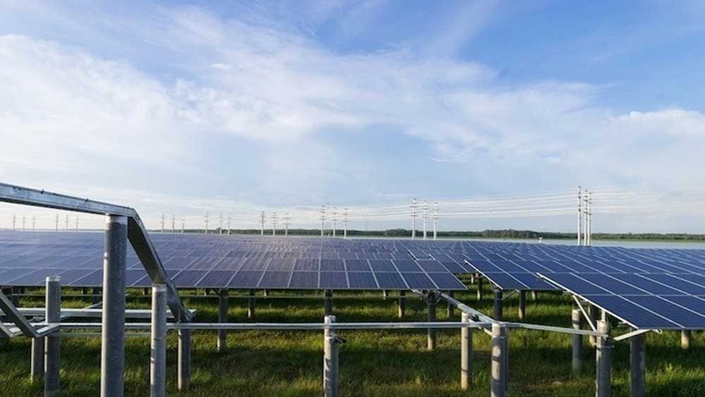 Malaysian firm to buy stake in five solar farms in Vietnam