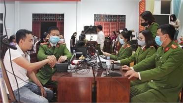 Công an Bắc Giang: Xuyên đêm làm căn cước công dân