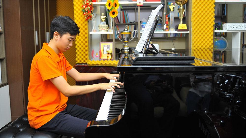 """Võ Minh Quang: Cậu bé """"vàng"""" piano Việt Nam"""