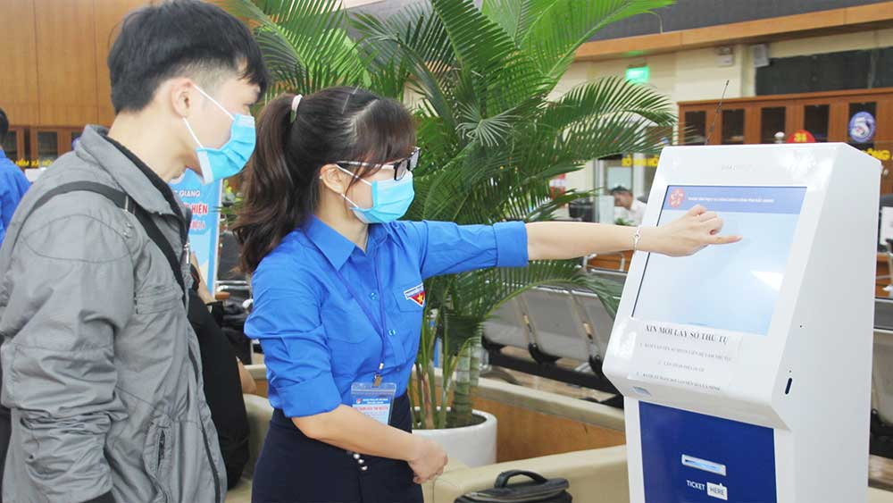 Bac Giang launches youth volunteer team to support implementation of online public services