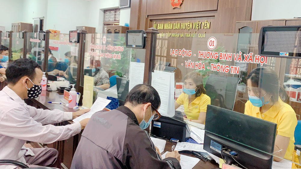 Việt Yên: Cán bộ bưu điện trực tiếp nhận, trả kết quả TTHC tại bộ phận một cửa huyện