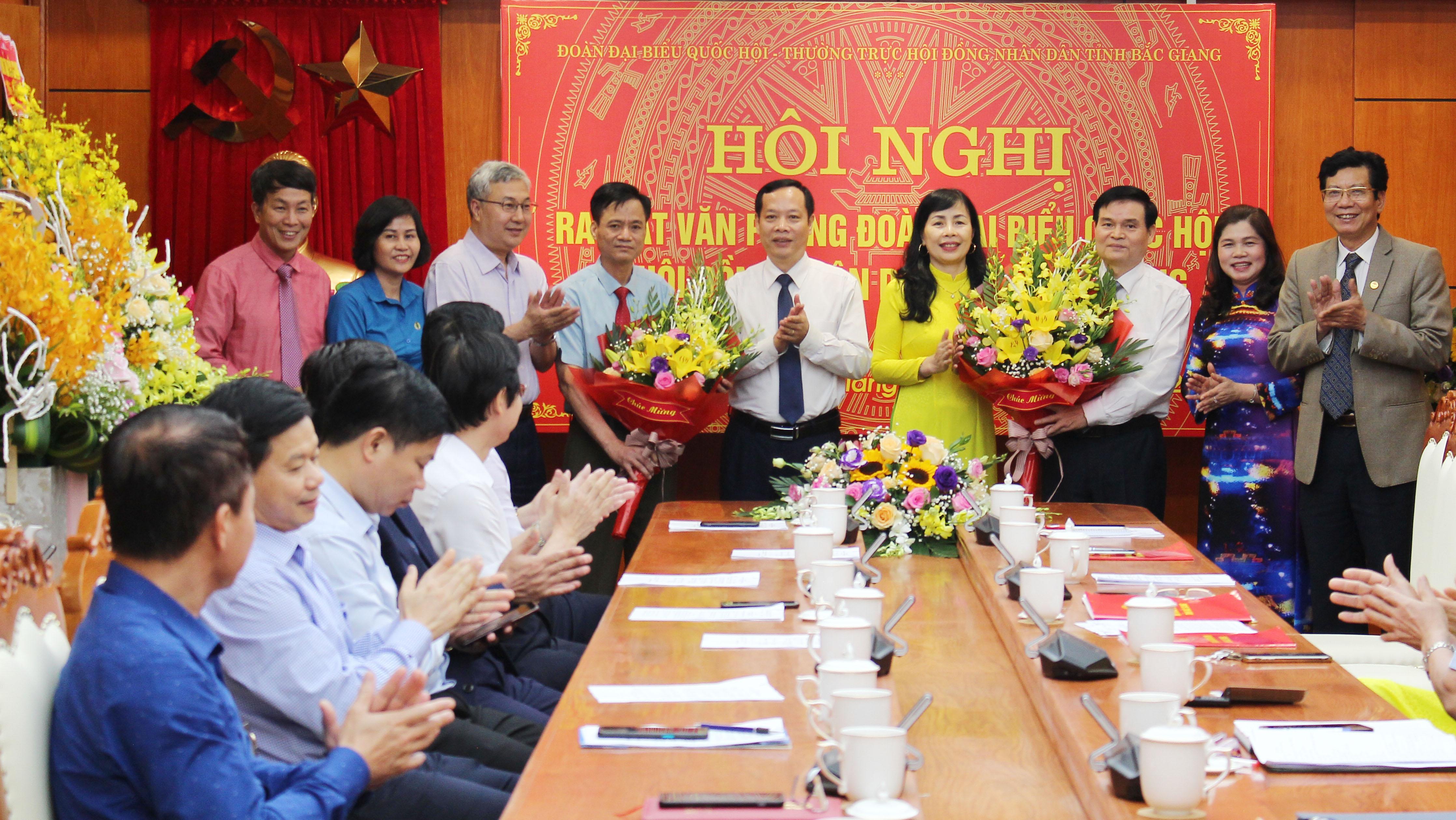 Bắc Giang, Văn phòng đoàn ĐBQH và HĐND, Lâm Thị Hương Thành, Trần Văn Lâm, Lê Ô Pích, Nghiêm Xuân Hưởng.
