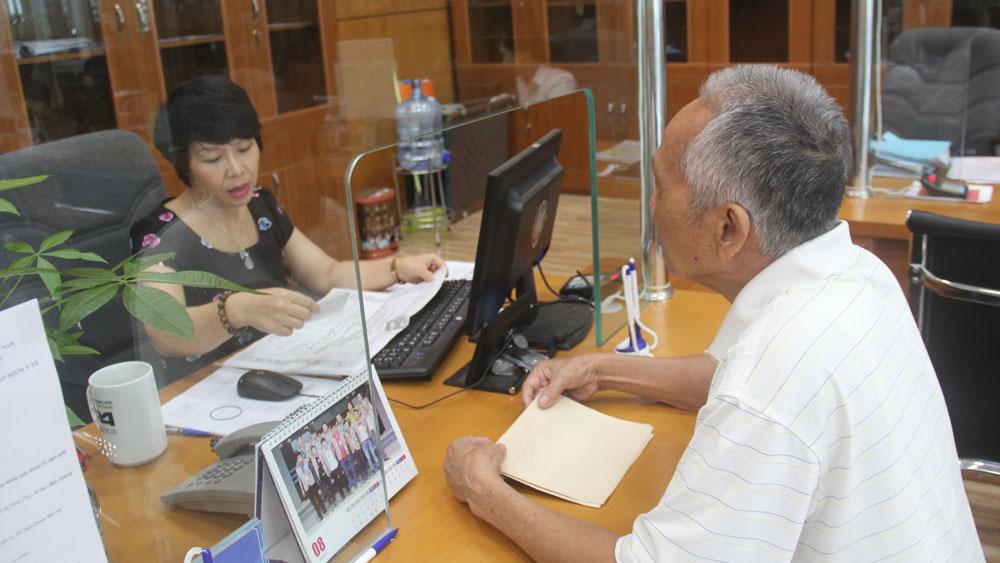 Bắc Giang: Chuẩn bị các điều kiện cấp thẻ BHYT mẫu mới từ ngày 1/4