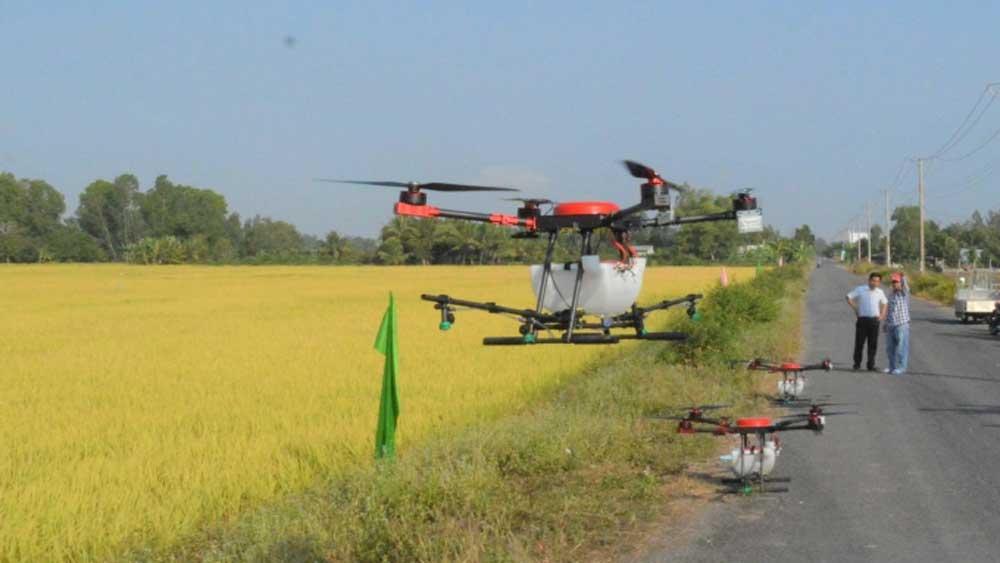 Máy bay phun thuốc đầu tiên của Việt Nam giá 300 - 500 triệu đồng