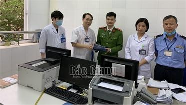Một điều dưỡng Bệnh viện Ung bướu Bắc Giang tìm trả túi đồ nghi có 5 cây vàng