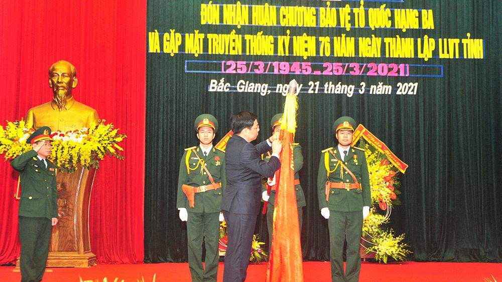 Bộ CHQS tỉnh Bắc Giang đón nhận Huân chương Bảo vệ Tổ quốc hạng Ba
