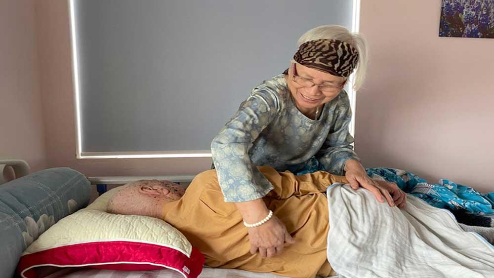 Vợ chồng già bán nhà vào viện dưỡng lão