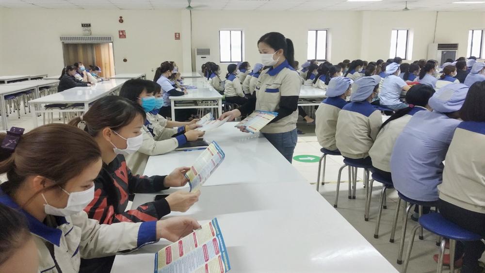 Bắc Giang: Phổ biến kiến thức pháp luật cho công nhân lao động