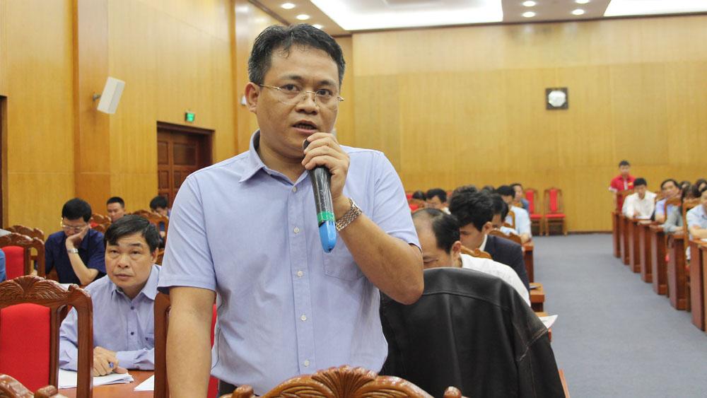 Nhà báo Hồ Sỹ Lực, Trưởng Văn phòng đại diện báo Tiền Phong tại Bắc Giang nêu câu hỏi.