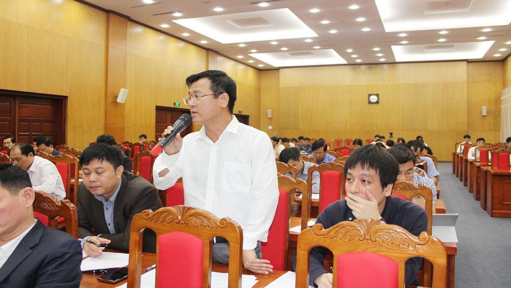 Ông Vũ Văn Tưởng, Phó Giám đốc Sở Tài nguyên và Môi trường trả lời câu hỏi của phóng viên.