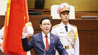 Chặng đường 40 năm công tác của Chủ tịch Quốc hội Vương Đình Huệ
