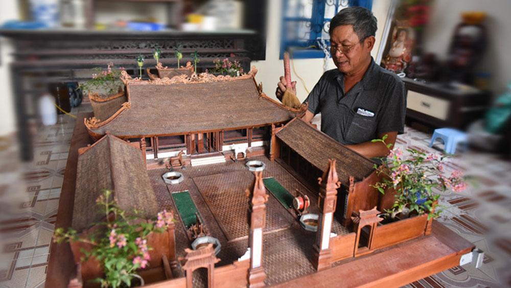 Man makes wooden miniature of 350-year-old Hanoi village temple