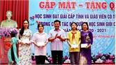 UBND huyện Lục Ngạn gặp mặt, tặng quà học sinh giỏi cấp tỉnh