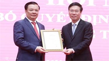 Trao quyết định phân công tân Bí thư Thành ủy Hà Nội