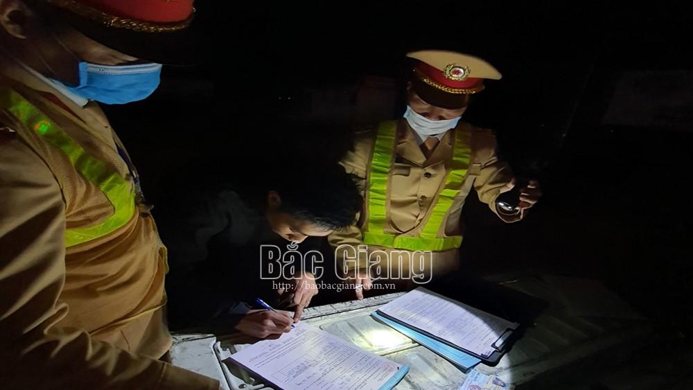 Bắc Giang: Áp dụng nộp phạt vi phạm giao thông qua điện thoại, nhận lại ngay giấy tờ
