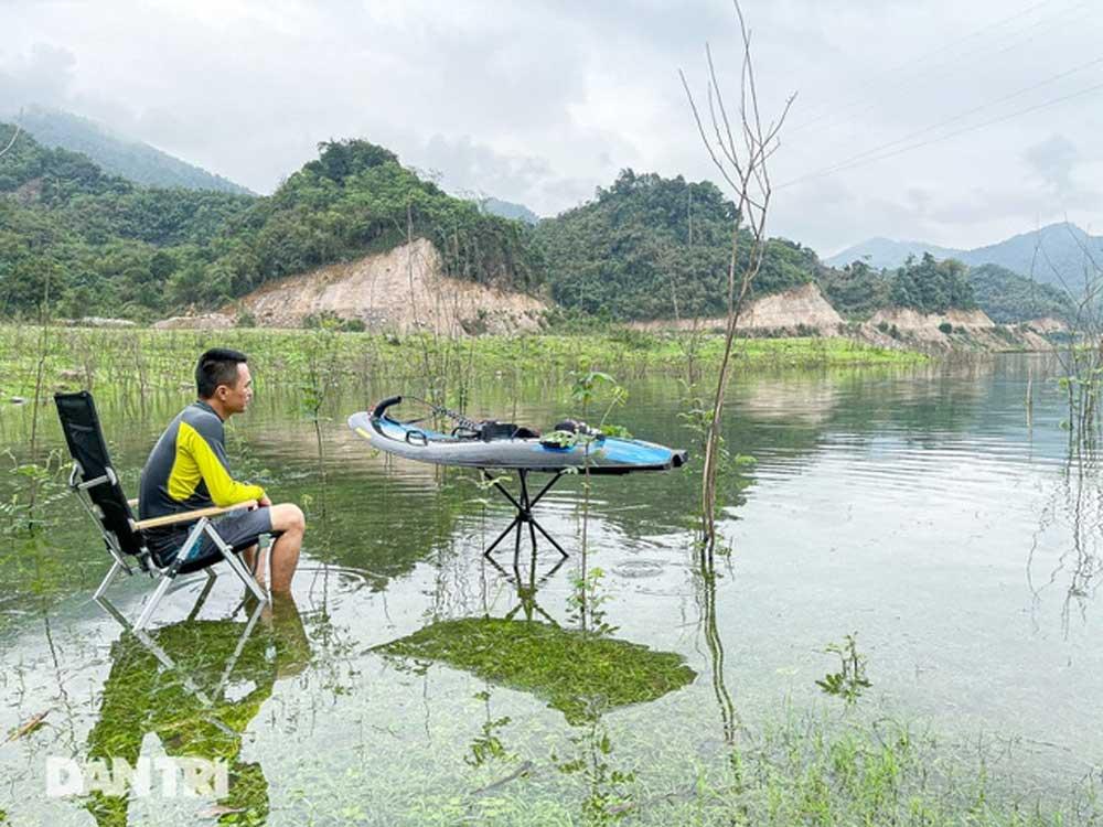 Người đàn ông Hà Nội, lượn ván phản lực, giá gấp rưỡi chiếc SH, giữa hồ