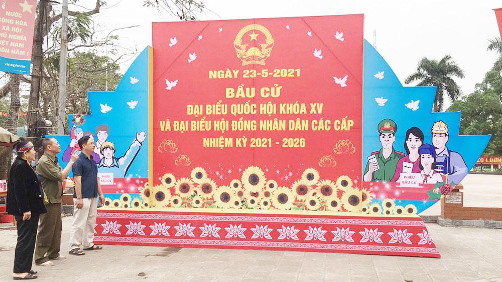 Tuyên truyền về cuộc bầu cử ĐBQH khóa XV và đại biểu HĐND các cấp, nhiệm kỳ 2021-2026 tại trung tâm thị trấn Cầu Gồ (Yên Thế).      Ảnh: Quang Huy