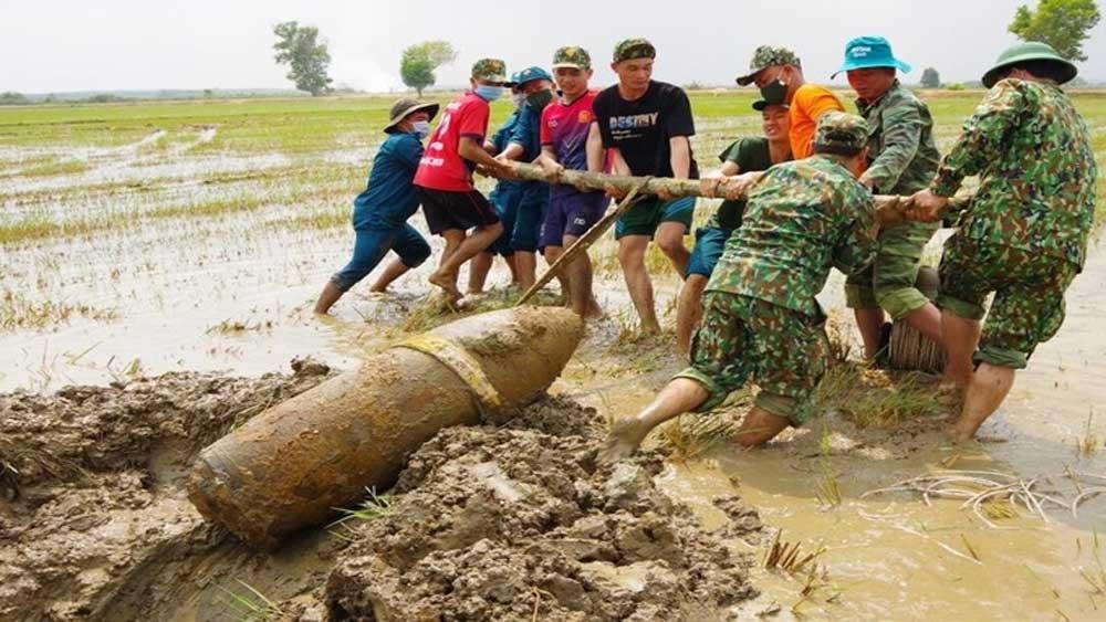 Phát hiện quả bom 340 kg dưới ruộng lúa