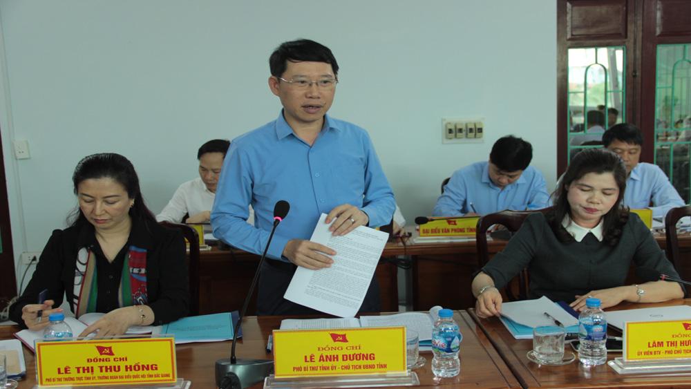 Chủ tịch UBND tỉnh Lê Ánh Dương trao đổi một số vấn đề với Ban Thường vụ Huyện ủy Yên Thế.