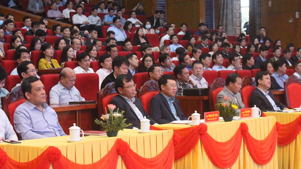 """Lãnh đạo UBND tỉnh lắng nghe cán bộ, công chức, viên chức hiến kế """"Vì một Bắc Giang phát triển toàn diện, vững chắc"""""""