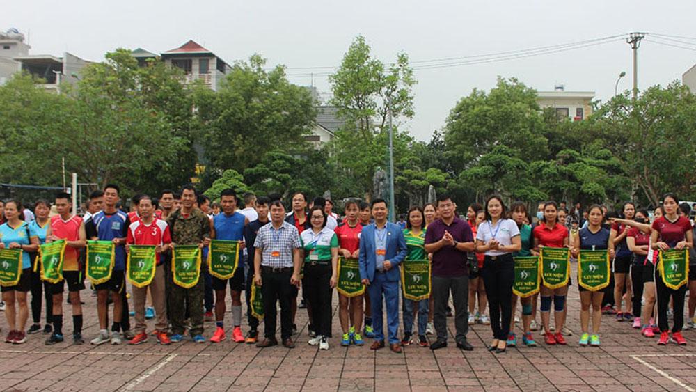 Đội bóng chuyền nam Đoàn Kết giành giải ba Cúp bóng chuyền hơi Manulife Bắc Giang