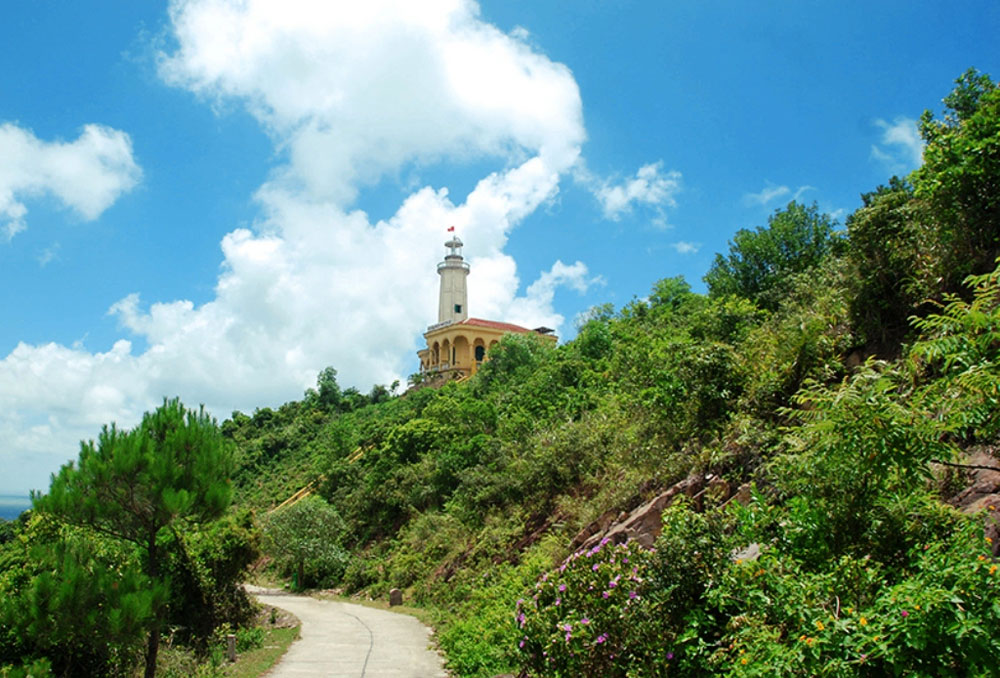 Vinh Thuc Lighthouse, Quang Ninh province, S-shaped strip of land, half a century, dangers and difficulties