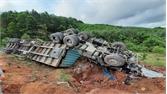 Bắc Giang: Lật xe ô tô trên đường tỉnh 293, lái xe bị thương nặng