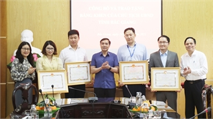 Bac Giang honors 4 businesses with great contributions to Covid-19 fight