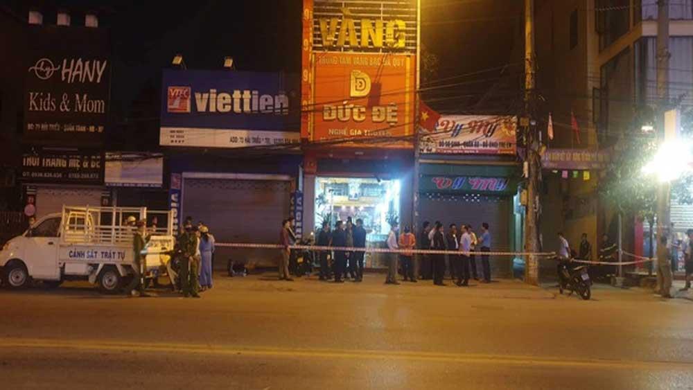 """Kẻ quăng quả nổ vào tiệm vàng bị bắt sau một tháng """"lang thang"""" trên phố"""