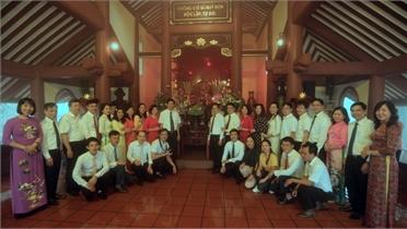 Đảng ủy Các cơ quan tỉnh Bắc Giang báo công tại đền thờ Bác Hồ ở TP Hà Nội