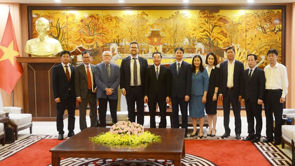Hanoi, strengthens cooperation, North European countries, business cooperation, investment environment