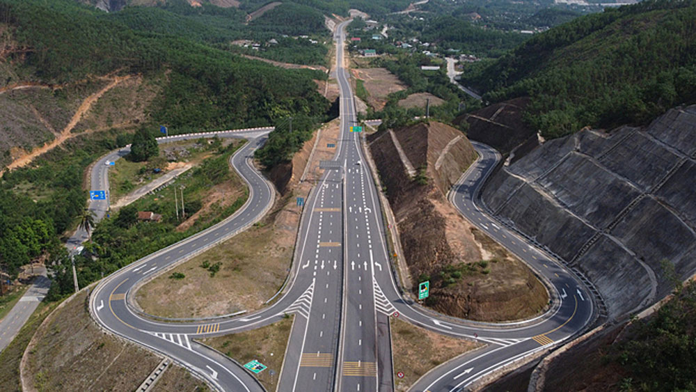Transport ministry, 42 new expressways, boost national connectivity, 10 year plan,  road traffic plan, total estimated investment