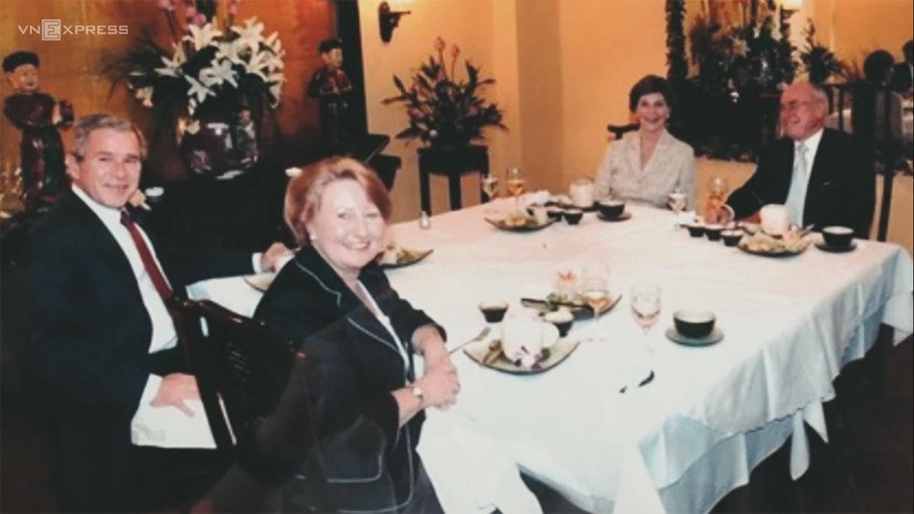 """Nhớ bữa tối """"nghẹt thở"""" trong nhà hàng đón Tổng thống Bush"""
