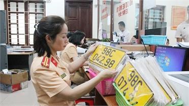 Ô tô kinh doanh vận tải không đổi sang biển số màu vàng sẽ bị phạt đến 8 triệu đồng
