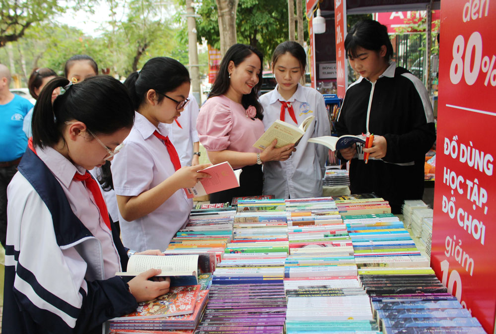 Vietnam Day, Book and Reading Culture, love for book, Bac Giang province, beautiful culture, better life
