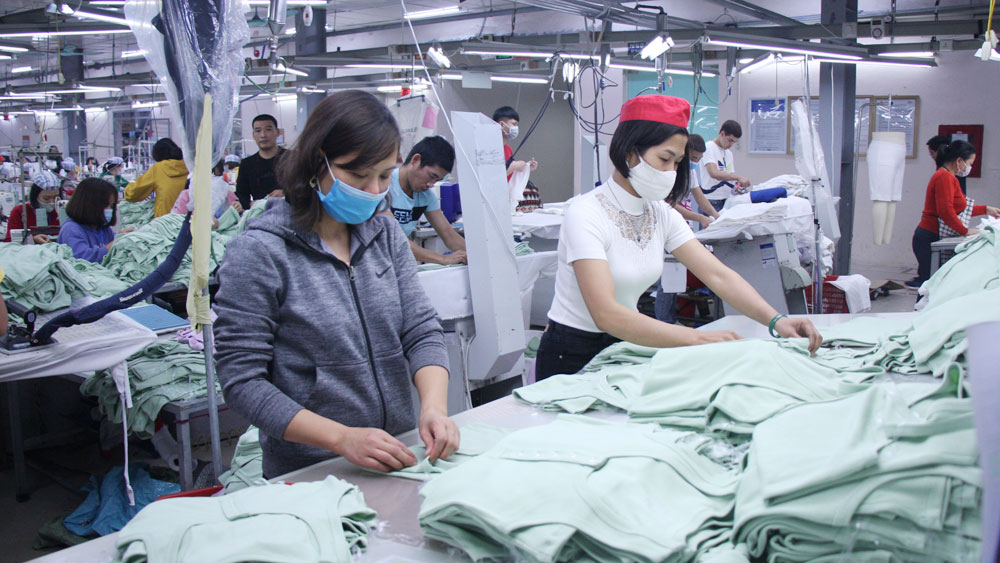 Garment and textile enterprises, recover production, Bac Giang province, Covid-19 pandemic,  export turnover, positive signal