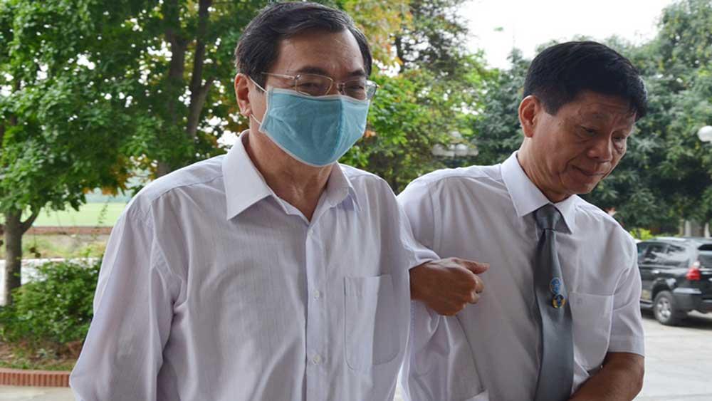 Luật sư dìu cựu Bộ trưởng Vũ Huy Hoàng vào phiên xét xử