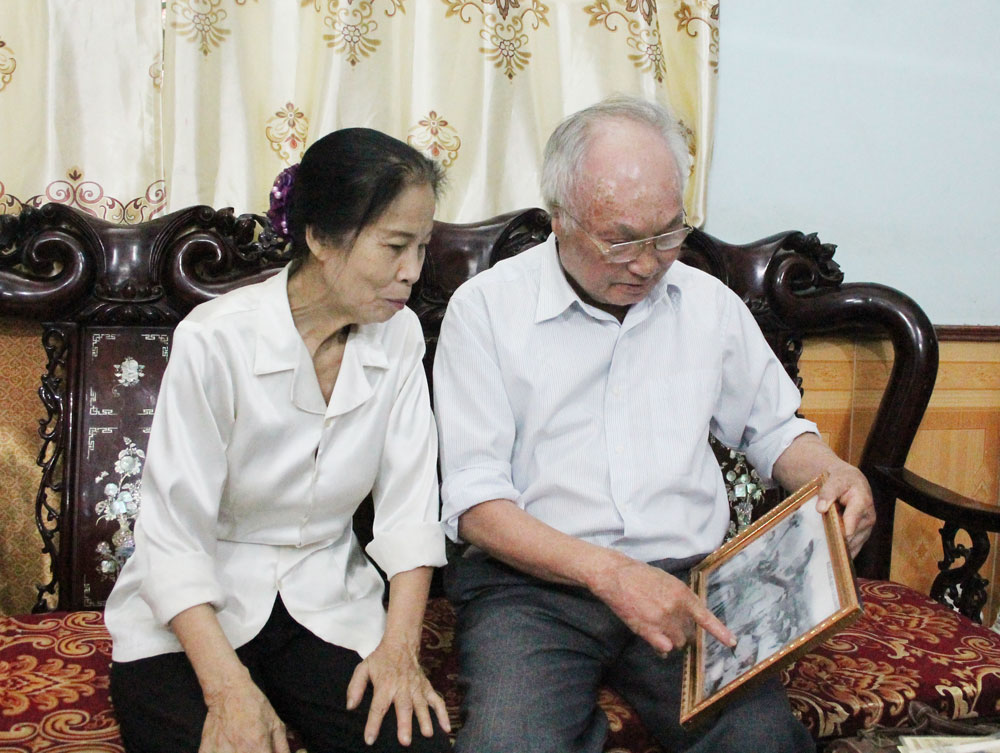 War invalid, pays homage to comrades, Bac Giang province, wounded soldier,  happy family, April 30 Victory anniversary,