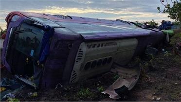 Lật xe khách giường nằm, 31 người bị thương