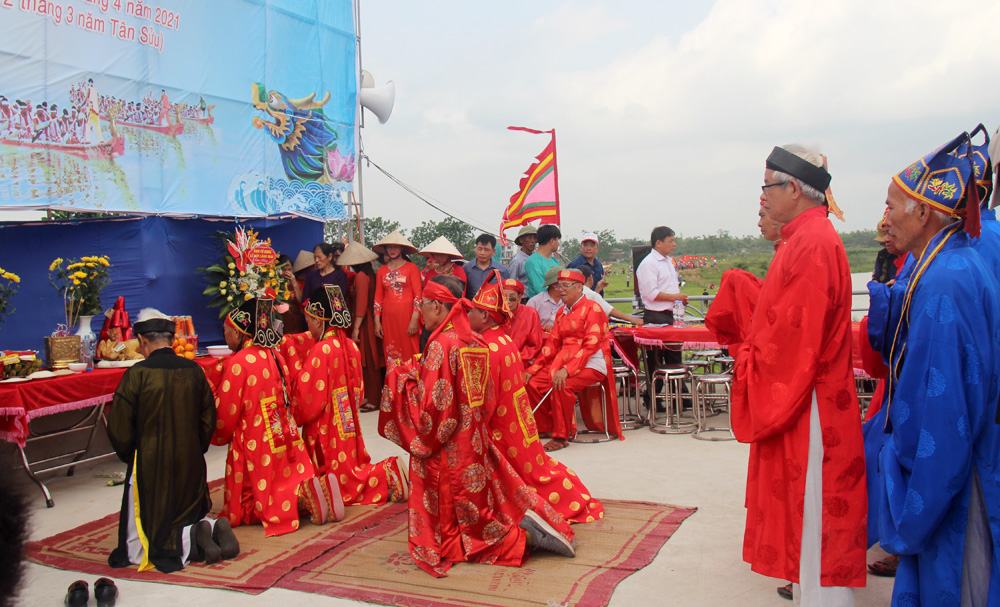 Unique rowing festival, Mai commune, Bac Giang province, traditional festival, three day event,  meaningful activity