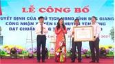 Xã Yên Lư đón bằng công nhận đạt chuẩn nông thôn mới