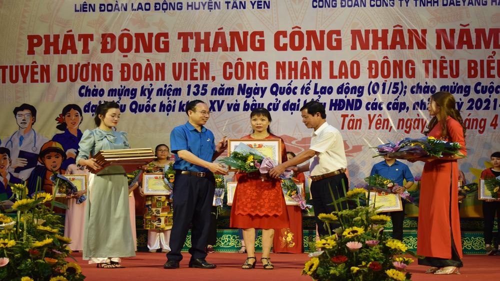 Tân Yên, Bắc Giang, khen thưởng  công nhân tiêu biểu