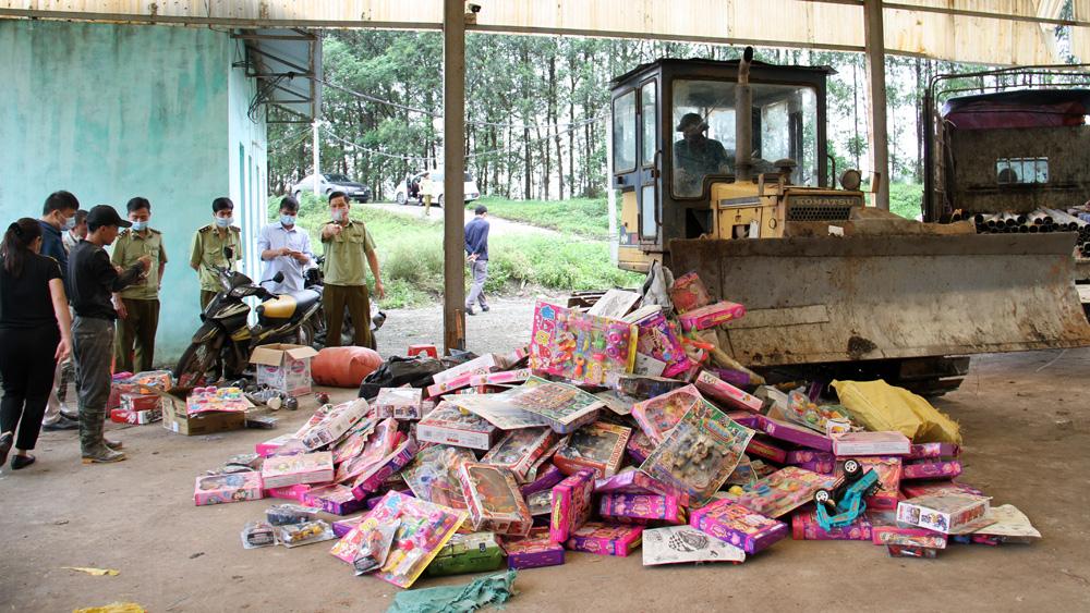 Việt Yên (Bắc Giang): Xử lý, tiêu hủy hàng hóa không rõ nguồn gốc